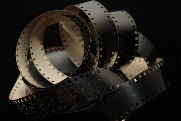 「4K映像規格の父」、小野定康氏が100年前のフィルムを修復するリマスター技術を開発