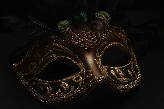 mask-1150180_640