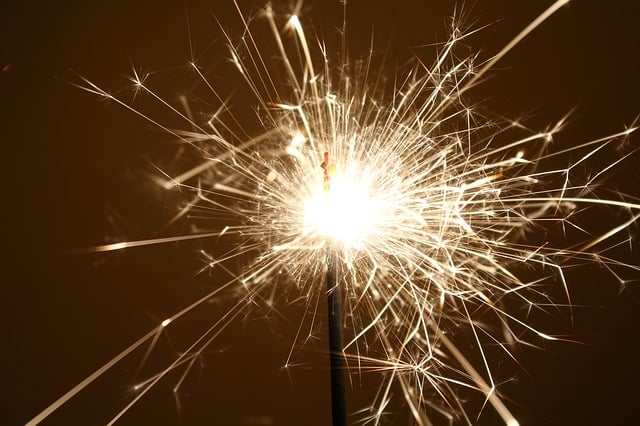 sparkler-667544_640