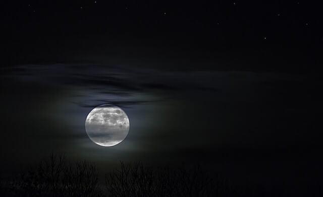 moonlight-1226253_640