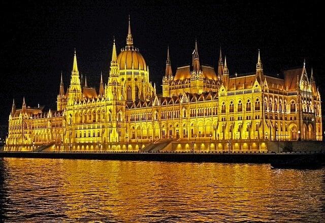 budapest-1392373_640