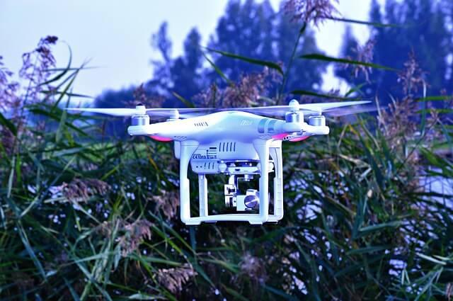 drone-1445740_640