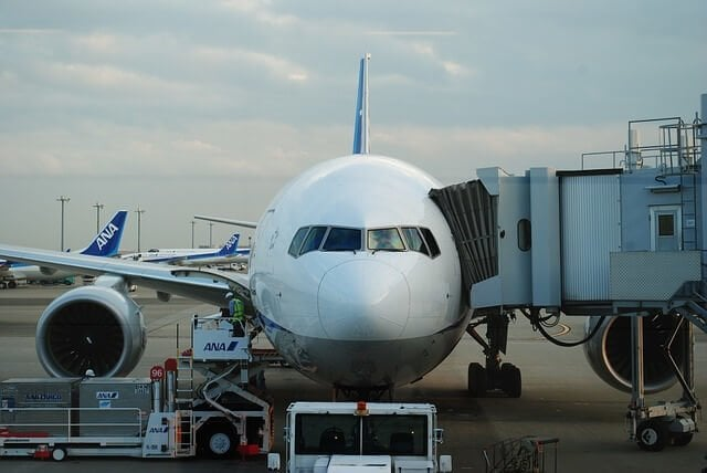 airplane-502806_640