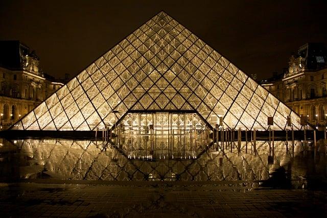 NHKとフランスのルーブル美術館 8K番組で共同制作。日本も11月から見られるかも。