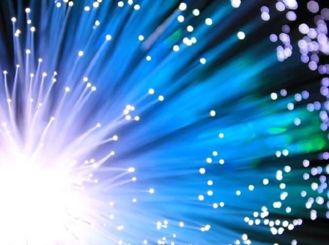 日東電工 8K用光ケーブルを量産 素材はプラスチック